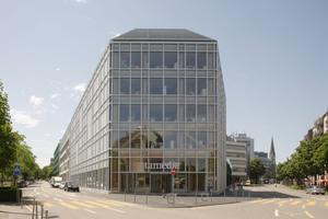 Das 7-geschossige Verwaltungsgebäude der Tamedia in Zürich schreibt Holzbaugeschichte. Hinter der vollverglasten Fassade ist das Holztragwerk nicht eingekapselt, sondern bleibt komplett sichtbar