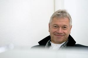 """<div class=""""fliesstext_vita""""><strong>Prof. Rainer Schmidt</strong></div><div class=""""fliesstext_vita""""></div><div class=""""fliesstext_vita"""">1972–1975Lehre im Garten- und Landschafts-bau</div><div class=""""fliesstext_vita"""">1975–1980Studium der Landschaftsarchitektur, Hochschule Weihenstephan, Freising</div><div class=""""fliesstext_vita"""">1979–1991Senior-Landschaftsarchitekt im Büro G. Hansjakob Landschaftsarch., München</div><div class=""""fliesstext_vita"""">1982Planung und Umsetzung diverser Projekte, national und international</div><div class=""""fliesstext_vita"""">seit 1991Professor für Lanschaftsarchitektur an der Beuth Hochschule für Technik</div><div class=""""fliesstext_vita"""">2004Gastprofessur an der Universität von Peking/CN</div><div class=""""fliesstext_vita"""">2005–2007Farrand Professur an der University of California, Berkley/US</div><div class=""""fliesstext_vita"""">seit 2008Eintragung als Stadtplaner, Bayerische Architektenkammer</div><div class=""""fliesstext_vita"""">Büros in München, Berlin und Bernburg</div>"""