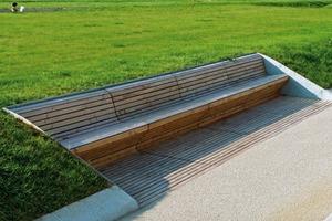 Vertraute Perspektiven verändern sich in der Grünen Fuge am Killesberg – so ist z.B. das Wegenetz innerhalb des Parks für den Besucher auf Grund der erhöhten Topografie nicht zu überblicken, die darauf gehenden Personen bleiben jedoch sichtbar