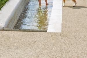 Wasserrinnen zum Anfassen: In 360000m³ großen unterirdischen Zisternen sammelt sich das Regenwasser, das den Bachlauf speist