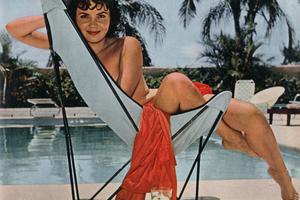 """Bunny's Honey's"" auf B.K.F Hardoy Butterfly Chair, 1938, Jorge Ferrari-Hardoy, Designer, Grupo Austral  Playboy, Dezember 1958"