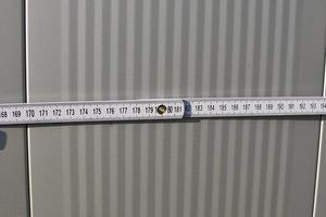 Bild2: Unterschiedliche Breite der Fugen zwischen den Paneelen
