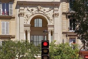 Von der Straßenseite her kaum sichtbar, erweitert der Bau die Fondation Pathé in den Innenhof des Gebäudeblocks