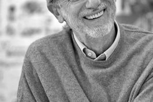 """<div class=""""fliesstext_vita""""><strong>Renzo Piano</strong><br /><br />Renzo Piano wurde 1937 in Genua geboren<br />Er studierte von 1962–1964 Architektur an der Universität Florenz und dem Politecnico di Milano von 1965–1970 arbeitete er mit Louis I. Kahn und Z.S. Makowsky, zusammen und von 1971–1977 mit Richard Rogers. 1977 gründete er ein Architekturbüro<br />mit Peter Rice """"Piano &amp; Rice"""". Ab 1980 führt er ein<br />eigenes Büro """"Renzo Piano Building Workshop"""" in Genua/IT und Paris/FR<br />Wichtigste Ehrungen: Pritzker Preis für Architektur, AIA Gold Medaille, Kyoto Preis und Sonning Preis</div>"""