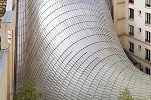 Insgesamt wurden 7000 Lamellen verbaut. In der Breite immer 25cm, variieren sie in der Länge und Geometrie