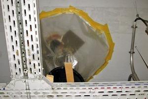 Bild 1: Wasserdurchtritt mit provisorischer Auffangvorrichtung bei einer Durchdringung