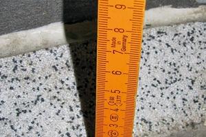 Bild 3: Bodenbeschichtung mit Kehle und Dichtstofffuge beim Wandanschluss