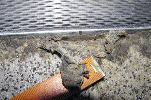 Bild 5: Übergang der Bodenbeschichtung mit Dichtstofffuge zu einer Kühlzelle