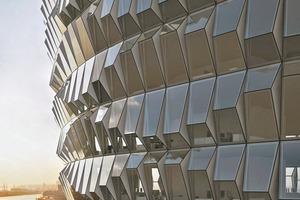 """Die Fassade als """"individuelle Haut der Architektur"""" ist primär zweifellos Ausdruck des Selbstverständnisses des Bauherren. Mehr denn je wird sie aber um ergänzende Funktionen aufgeladen, die in der Summe der Anforderungen nur noch im durchgängig rechnergestützten Entwurf zu beherrschen sind"""