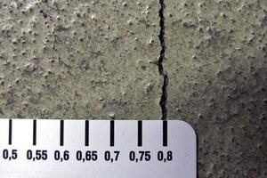 Bild 2: Oberflächennaher Riss