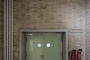 Stahltüren vor dem Zugang zur Lagerebene