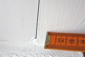 Bild7: Fenster2 – Längsfuge zwischen Revisionsdeckel und Rollladenkasten