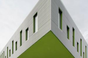 Dynamik außen: das Grün soll auf die Geschichte der Hochschule verweisen