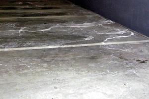 Bild4: Salzablagerungen auf einer Betonplatte