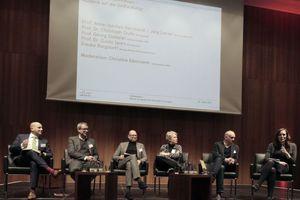 Abschlusspodium (v. l.): Jörg Leeser, Prof. Georg Giebeler, Prof. Dr. Guido Spars, Frauke Burgdorff, Prof. Dr. Christoph Grafe. Moderation: Christine Kämmerer, StadtBauKultur NRW