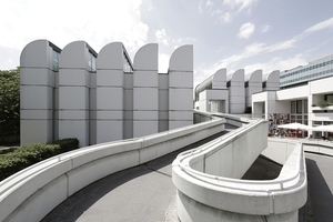 Bauhaus Archiv, Museum für Gestaltung, Berlin. Ostansicht mit Rampe zum Hochsteg