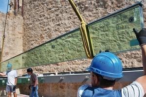 Die Glasträger des Dachs der Turmruine überspannen 7m stützenfreien Raum. Die 35cm hohen Träger bestehen aus 6cm dickem Verbundsicherheitsglas