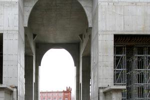 2015: Blick aus der Schlossattrappe (Portal III) auf die Attrappe der Bauakademie