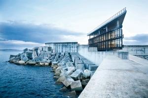 Bestes Öffentliches Bebäude des Jahres ist das Hafengebäude CCS im Außenhafen von Ferrol, Architekten sind Diaz & Diaz Arquitectos, (zweiter Gewinner in dieser Kategorie Steven Holl, mit Cite de L'Ocean et du Surf, Biarritz)