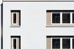 Die Fassadengestaltung optimiert das Gebäude auch energetisch
