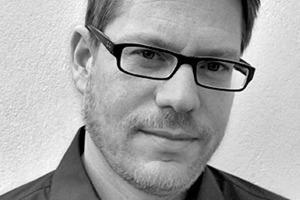"""<div class=""""autor_linie""""></div><div class=""""dachzeile"""">Autor</div><div class=""""autor_linie""""></div><div class=""""fliesstext_vita""""><span class=""""ueberschrift_hervorgehoben"""">Dr.-Ing. Jan Philipp Koch</span> studierte Architektur an der Universität Wuppertal und promovierte an der TU Darmstadt, Institut für Baubetrieb, zum Thema """"Integrale Planungsprozesse – Generalistische Handlungsstrategien für komplexe Problemlösungsprozesse in den Zeiten des Klimawandels"""". Seit 2001 ist er Partner im Architekturbüro Knott &amp; Koch, Düren. Er plant und betreut mit einem Team von Ingenieuren Bauvorhaben mit Bezug zum Klimaschutz und hat sich darüber hinaus spezialisiert auf integrale Projektplanungs- und Projektmanagementmethoden sowie auf Rohbau- und Sichtbetonkonstruktionen.</div>"""