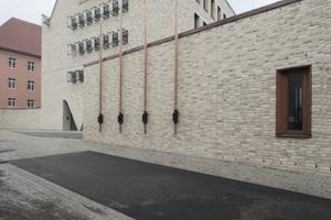 Der zentrale Bau, der alle Teile zusammenhält (und den Haupteingang bildet). Rechts noch die Bibliothek, hinten links der Rohrhalder Hof, ebenfalls Diözese