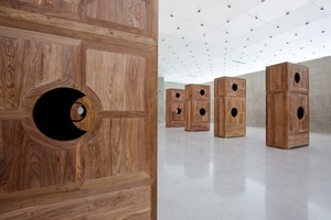 Ai Weiwei, Moon Chest, 2008 (Huanghuali-Holz, 8 Teile)<br />
