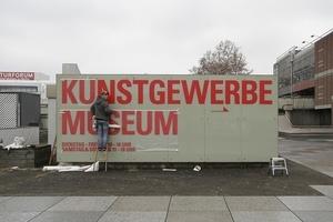 Neue Typo, neues Glück: Das Kunstgewerbemuseum am Kulturform winkt mit dem Zaunpfahl: Hier gehts lang! Ob das reicht? Ob das nötig ist?
