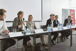 "<p><span class=""ueberschrift_hervorgehoben"">Das Podium v.l.n.r.: Moritz Fedkenheuer, TU Darmstadt; Lone Feifer, Velux; Ingeborg Esser, GdW; Boris Schade-Bünsow, Bauwelt; Sebastian El khouli, Bob Gysin + Partner; Thomas Auer, TU München</span></p>"