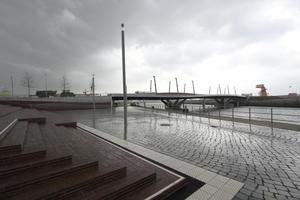 Die HCU im Rücken, Blick auf die Baakenhafenbrücke (Wilkinson Eyre Architects, London, Tragwerksplaner Happold Ingenieurbüro GmbH, Berlin)