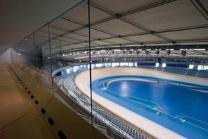 Das Velodrome fasst 6 000 Zuschauer, die Hälfte davon findet auf der Unterstribüne Platz, direkt an der Rennbahn<br />