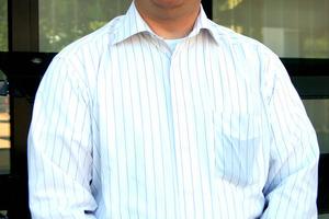 """<div class=""""autor_linie""""></div><div class=""""dachzeile"""">Autor</div><div class=""""autor_linie""""></div><div class=""""fliesstext_vita"""">Dipl.-Ing. Ulrich Kremer arbeitet seit 1994 für die Colt International GmbH. Nach einem Einstieg als Projekt- und Produktmanager baute er das Architectural Solution Business mit auf. Seit 2011 ist er als Group Technical Manager Solar Shading Systems u.a. für die Steuerung von Produktmanagement und Produktentwicklung zuständig.</div><div class=""""autor_linie""""></div><div class=""""fliesstext_vita"""">Informationen unter: www.biq-wilhelmsburg.de und www.colt-info.de</div>"""