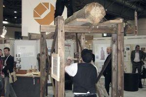 Die Verarbeitung von Holz ist auf der denkmal in Leipzig nicht nur Thema auf zahlreichen Vortragsveranstaltungen, sondern wird in den lebendigen Werkstätten auch auf den Messeständen gezeigt.
