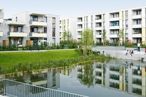Außer bei den Maisonettewohnungen sind die Grundrisse alle barrierefrei mit breiten Fluren, schmalen Fußleisten, niedrigen Schaltern, bodentiefen Fenstern, großzügigen Badezimmern und ebenerdigen Duschen
