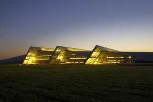 Wie ein langgezogener Hügel: das Verwaltungs- und Produktionsgebäude von Fiberline Composites<br />