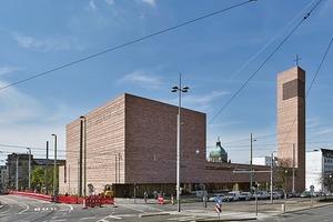 Die Propsteikirche zwischen Rathaus und Wilhelm-<br />Leuschner-Platz