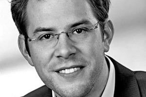 """<div class=""""fliesstext_vita""""><span class=""""ueberschrift_hervorgehoben"""">Dipl.-Ing.(FH) Florian Stift</span></div><div class=""""fliesstext_vita"""">ist seit 2013 Mitarbeiter der Forschungsgesellschaft ATP sustain in Wien. Er studierte Gebäudetechnik an der Fachhochschule Pinkafeld und spezialisierte sich auf thermische Gebäude- und Anlagensimulation während eines einjährigen Forschungs-</div><div class=""""fliesstext_vita"""">aufenthalts an der University of Exeter, England. Als Engineer am AIT Austrian Institute of Technology leitete er nationale und internationale Projekte zum Thema Simulation für nachhaltiges Gebäudedesign. Stift kann bereits auf Know-how aus mehreren Jahren Erfahrung im Bereich dynamischer Gebäude- und Anlagensimulation sowie Raumströmungssimulation zurückgreifen. Bei ATP sustain ist er verantwortlich für den Arbeitsbereich Gebäude- und Anlagensimulation.</div>"""