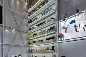 Produktevielfalt bis unter die Decke: Mehrzweckstühle, Lounge- und Konferenzmöbel