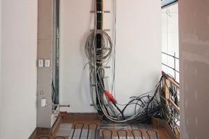 Einbau der Fußbodenheizung und Haustechnik<br />