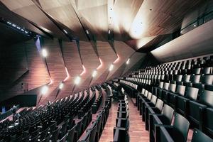 Herzstück: der in Holz gefasste Musiksaal für insgesamt 862 BesucherInnen