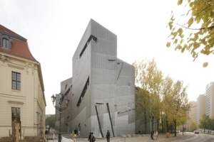 Das Jüdische Museum an der Lindenstraße, der Blumenhalle/Akademie gegenüber