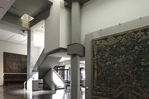 Die Architekten haben Abzweige zugelassen. HIer in den Altbau, der noch so ist wie immer schon: schön.