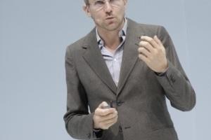 Impulsvortrag Carlo Ratti, Ingenieur, Architekt, Lehrer am MIT: Talk to me ... die Stadt der Zukunft reagiert auf uns, nicht wir auf sie.