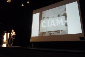 Der Congrès International d'Architecture Moderne (C.I.A.M.) gilt als Wegbereiter der Brutalismus-Bewegung