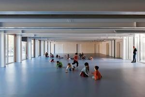 """<div class=""""9.6 Bildunterschrift"""">Der Bewegungsraum im Erdgeschoss hat eine Spannweite von 12m und wurde deswegen als Stahlkonstruktion errichtet</div>"""