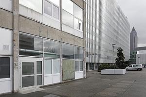 Blick über den Labsaal zum Juridicum, das nach den Plänen Kramers von Heinrich Nitschke realisiert wurde