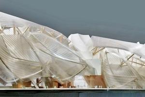 oben Modell: Gehry Partners LLPBlick auf die Nordfassadeunten: Das ausgeführte Gebäude- Blick bei Nacht