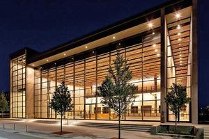 Dallas City Performance Hall – die großen Stützweiten in der Glasfassade wurden ermöglicht durch lasergeschweißte Kastenprofile