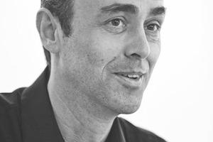 """Roman Delugan, Mag.arch. geboren in Meran<br />Studium an der Hochschule für angewandte Kunst in Wien, Meisterklasse Prof. Wilhelm Holzbauer<br />1984-1985 Mitarbeit am Forschungsprojekt """"Architektur des 20. Jahrhunderts in Österreich""""<br />bei Prof. Friedrich Achleitner<br />1996-1997 Lehrbeauftragter an der Universität für angewandte Kunst, Wien<br />"""
