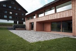 2. Preis: Albrecht Bereiter Architekten aus Dornbirn und die Holzwerkstatt Markus Faißt aus Hittisau jeweils in Österreich erhielten die Auszeichnung für ihre Arbeiten an einem 200 Jahre alten Haus in Schwarzenberg im Bregenzerwald